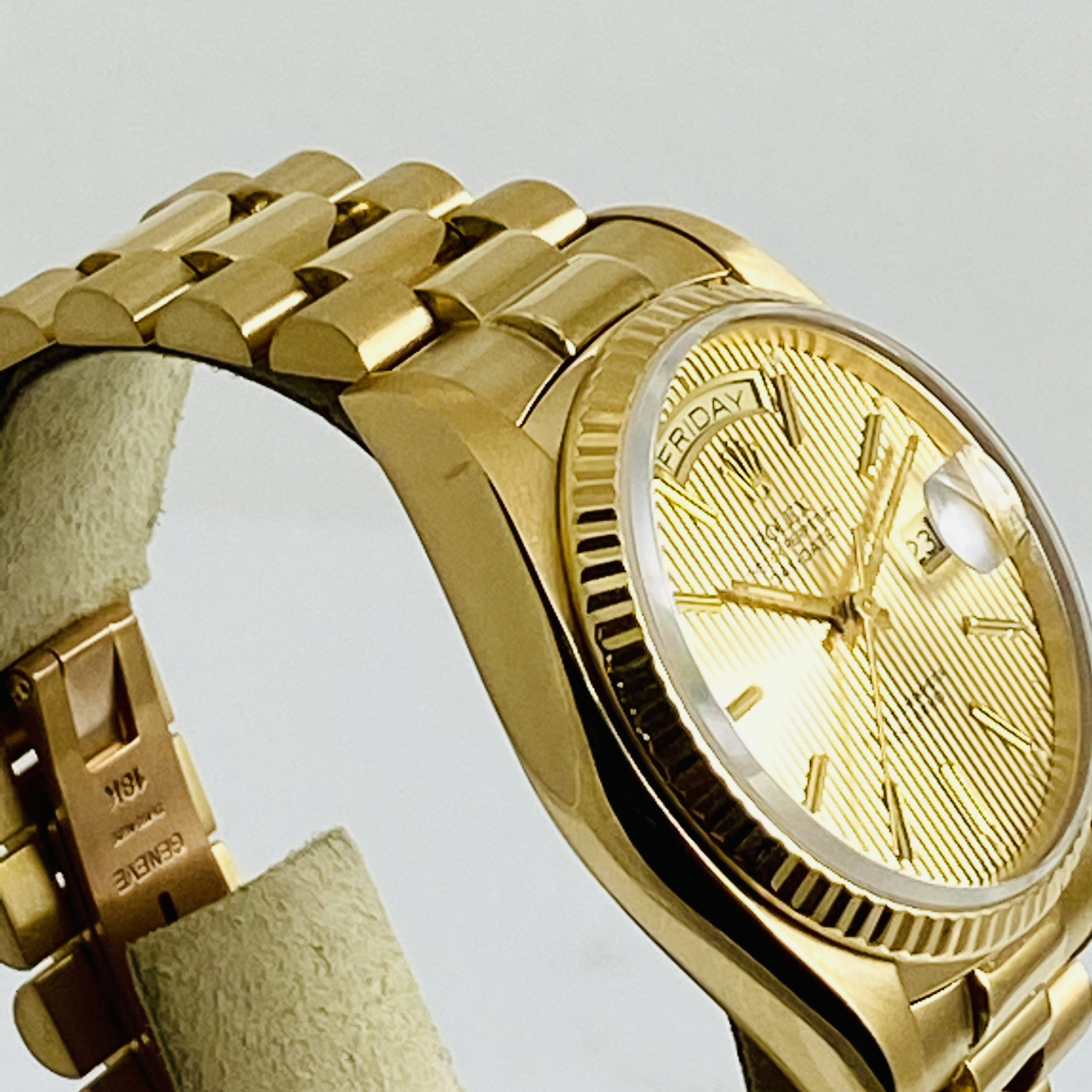 Pre-Owned Rolex Day-Date 18038 18kt Yellow Gold 36 mm Gold Index