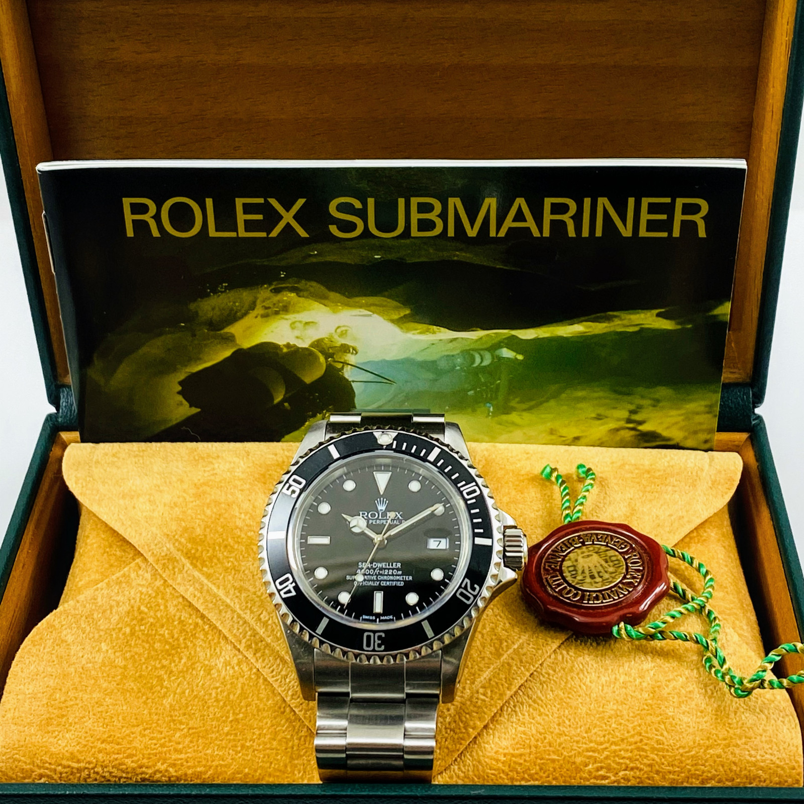 40 mm Rolex Sea-Dweller 16600 Mint Condition